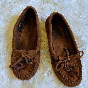 Minnetonka feather brown leather moccasins